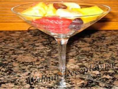 Салат с шампанским и фруктами