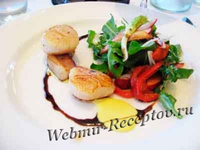 Теплый салат из морского гребешка с имбирем