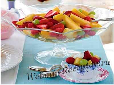 Салат фруктово-ягодный с йогуртом