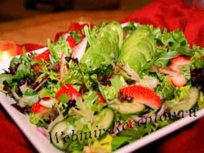Клубничный салат с заправкой