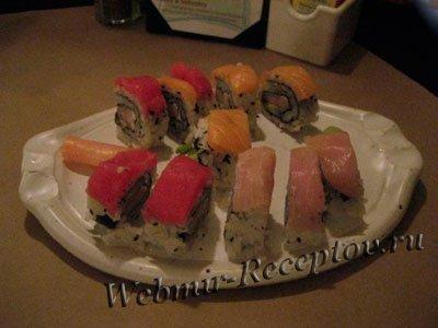Суши и роллы с форелью