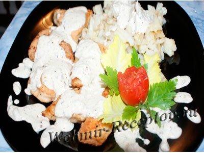 Курица в орехово-сливочном соусе с грибами