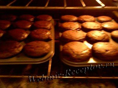 Нежные кексы со сладкой начинкой