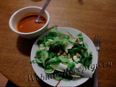 Суп из салатного цикория с помидорами