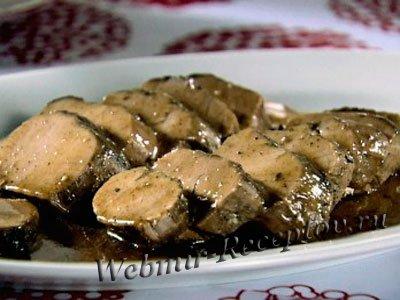 Свинина под соусом с черносливом