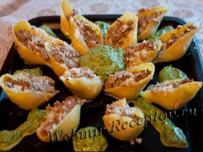 Конкильони со шпинатным соусом