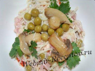 Салат с грибами и колбасой