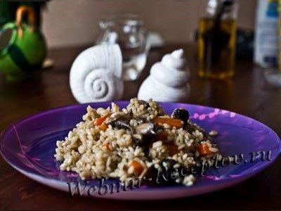 С грибами - каша рисовая