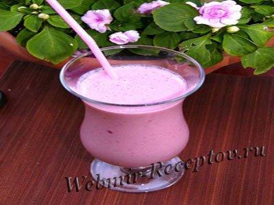 Молочно-ягодный напиток